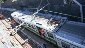 Vagone Metropolitana deragliato