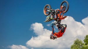 jump-ride-show-in-piazza-