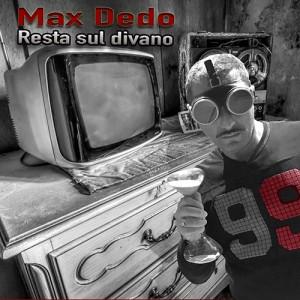 Max_Dedo_Resto_Sul_Divano