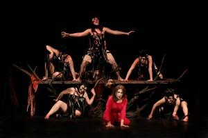 Clitennestra_Bonaiuto_Erinni_coro teatro