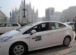 taxi-milano-500-21 trasporti- ATTUALITà