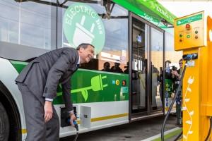 Autobus elettrico e sindaco Sala