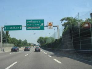 Milano_-_autostrada_A4_-_cartelli