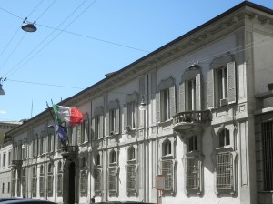 Milano_-_palazzo_Isimbardi_-_facciata