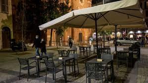 Bar e ristoranti lombardi chiusi alle 23