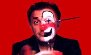 Federico Fellini truccato da clown (orizzontale)